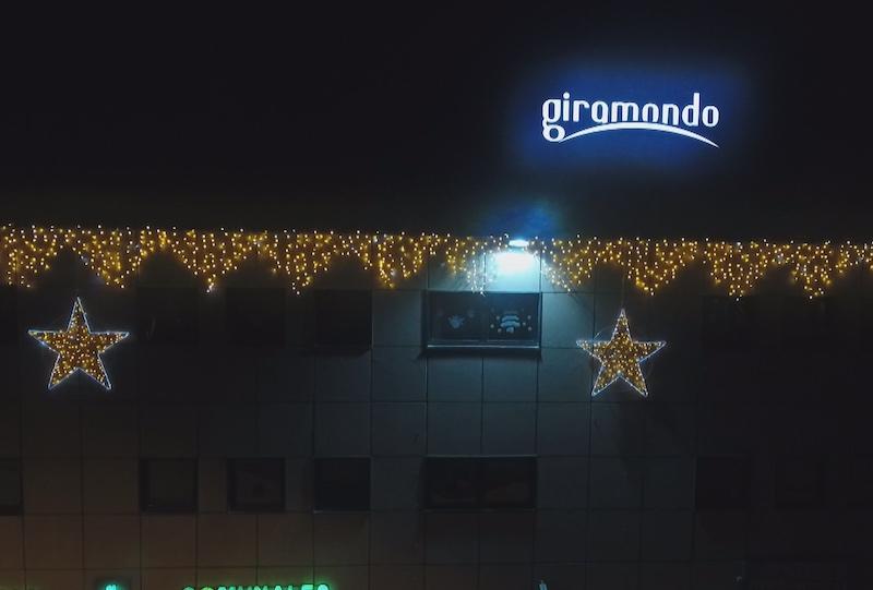 Installazione luminarie natalizie presso giramondo bastia